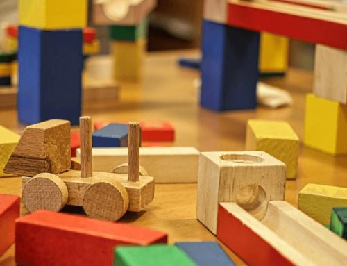 Jeux en bois, en matières naturelles, plus durables que les jouets en plastique ?
