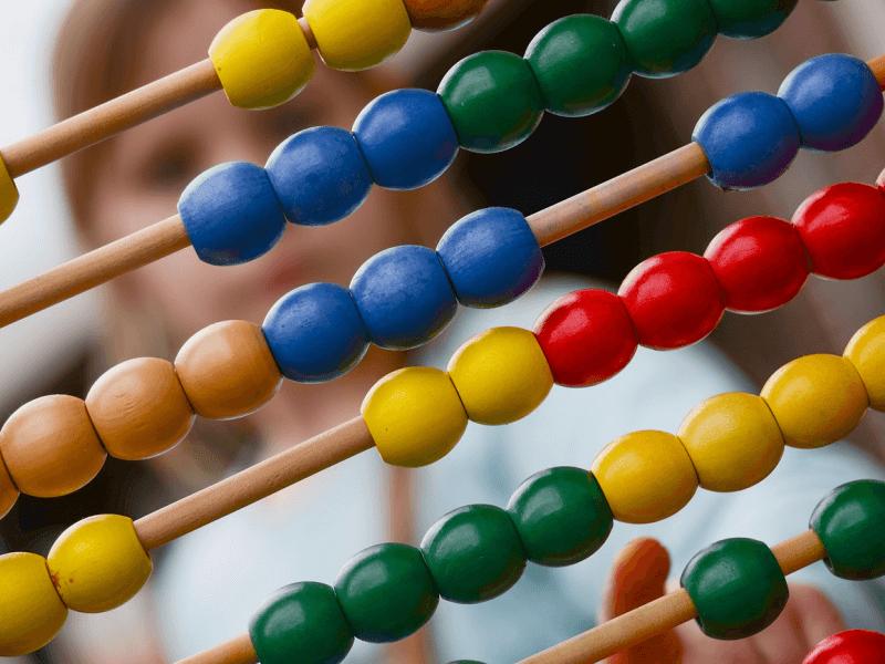 Jouet-ancien-colore-durable-bois-construction-carre-educatif