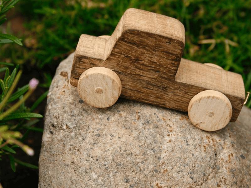Jouet-ancien-colore-durable-bois-souvenir